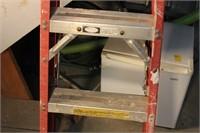 4ft Fiberglass Step Ladder