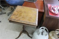 Vintage Occasional Table 16x16x 28 tall