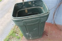 Garbage Can with Lid