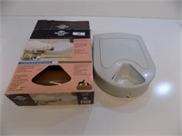 AUTOMATIC DAILY PET FEEDER