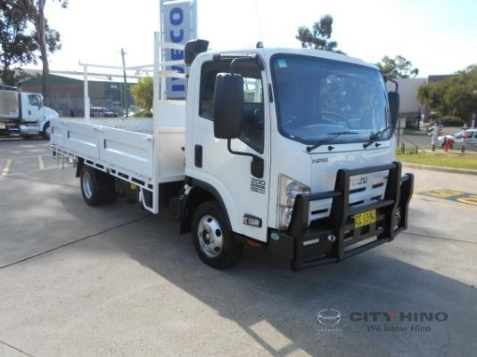 2015 Isuzu NPR 200 Medium City Hino - Trucks for Sale