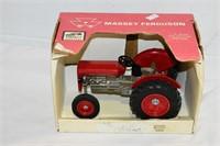 Massey Ferguson Die Cast Metal Tractor 1:16 Scale