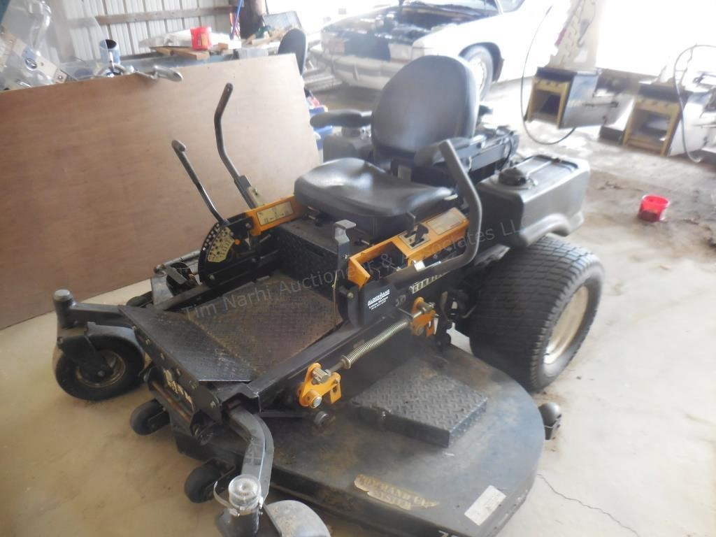 IH Cub Cadet Tank M72 Commercial 0-Turn Mower | Tim Narhi Auctioneer