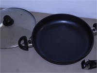 Starfrit Skillet with Lid, Handle - 12.5""