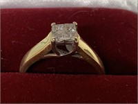 Ladies Fine Diamond and Gold Engagement Ring