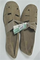 Ladies Suede Like Size 8 Shoes