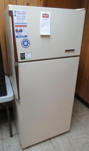 Gibson Refrigerator- | Compass Auctions & Real Estate