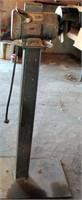 Grinder on pedestal