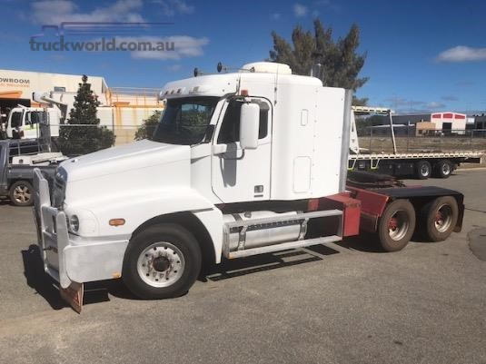 2005 Freightliner Century Class - Trucks for Sale