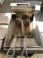 Commercial deep fryer