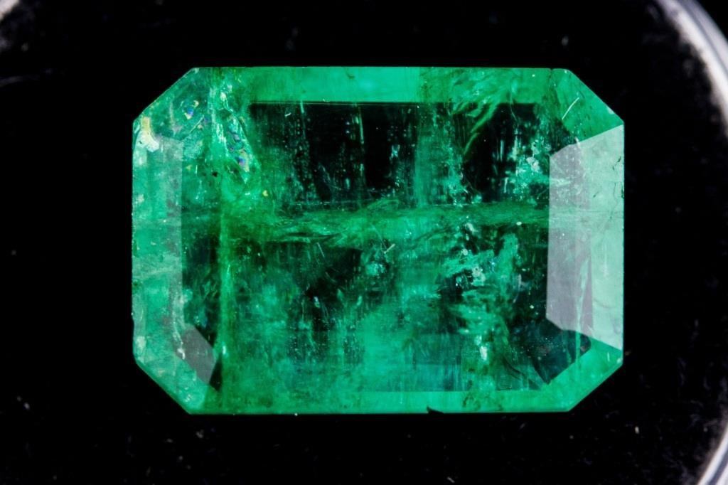 4e9c0860ecff9 7.25ct Green Natural Columbian Emerald Certified | 888 Auctions