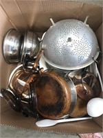 Box of misc kitchenware