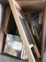 Box of old knives/mini food processor