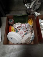 Box of miscellaneous China and large Asian plates