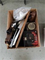 Box of Star Wars figurine and miscellaneous