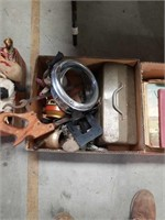 Box of miscellaneous vintage items