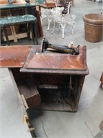 Antique singer sewing machine as is