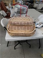 Picnic basket with contents
