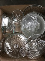 Box of miscellaneous glassware