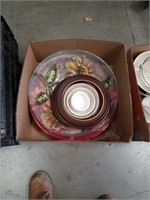 Box of bowls and picture frames