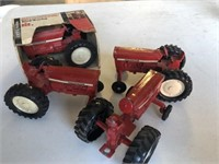Red Tractor Internationals (quantity   4)