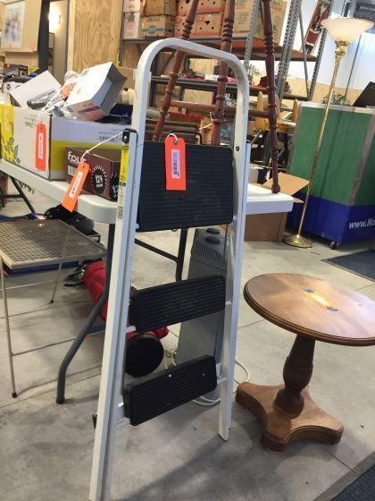 Pleasant Folding Step Stool Massart Auctioneers Creativecarmelina Interior Chair Design Creativecarmelinacom