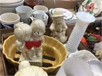 Vase & assorted decorators