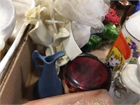 Hinged box & assorted decorators