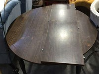 Round dinette table with 2 chairs & single leaf