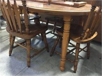 Dining table with 5 chairs & 2 leaves