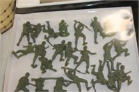 Lot of Vintage Army Men Toys