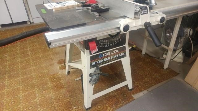 Lot 9 Delta 10 Inch Contractor Saw Series 2000