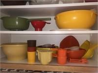 Various Tupperware