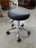 Rolling adjustable stool