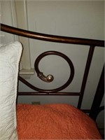 Beautiful Iron Frame Day Bed & Bedding