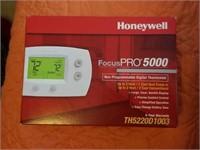 Brand New Honeywell Focus Pro 5000 Thermostat