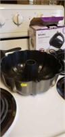 Mixer, bundt pan, Lodge cast iron skillet