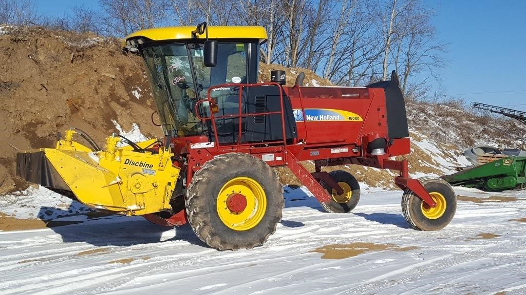 New Holland 8060 Self Propelled Discbine | Wisconsin Tractor