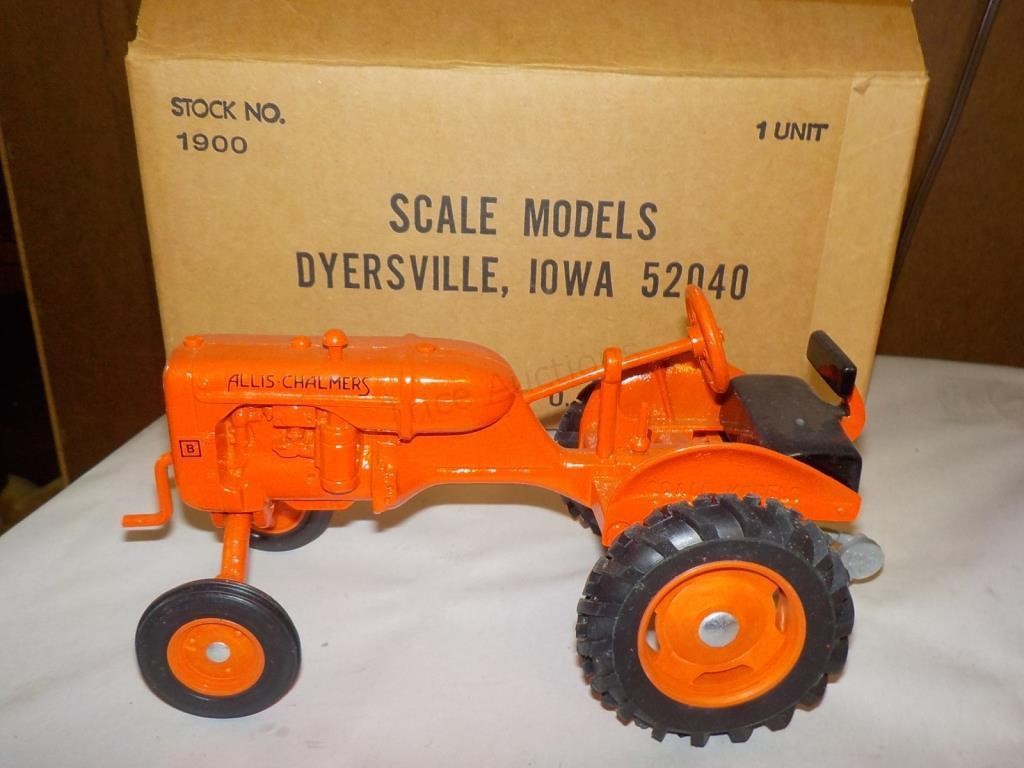 1/16 ALLIS-CHALMERS B TRACTOR W/BOX | Trice Auctions