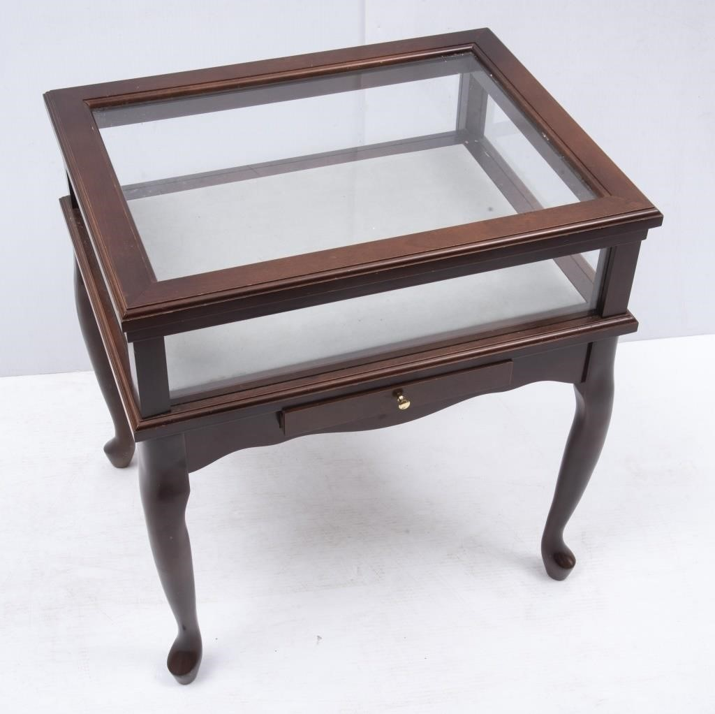 Stupendous Bombay Company Curio Display Table The K And B Auction Company Lamtechconsult Wood Chair Design Ideas Lamtechconsultcom