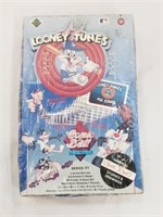 Sealed Looney Tues Comic Ball Cards Series One