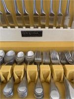 Oneida Silversmiths Flatware Set
