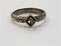 .925 Sterling Silver Ring w/ Green Stone Size 7