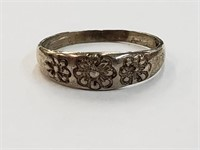 .925 Sterling Silver Flower Ring Size 7