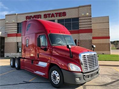 FREIGHTLINER CASCADIA 125 EVOLUTION Conventional Trucks W/ Sleeper