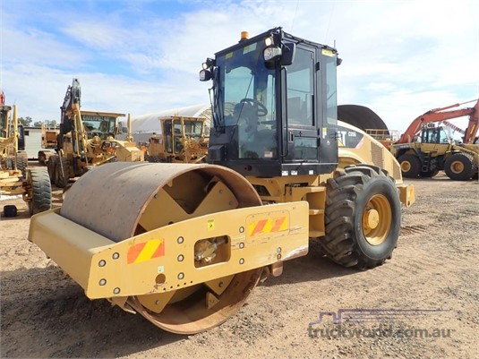 2013 Caterpillar CS56 - Heavy Machinery for Sale