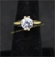 GOLD TONE SOLITAIRE RING SZ.7