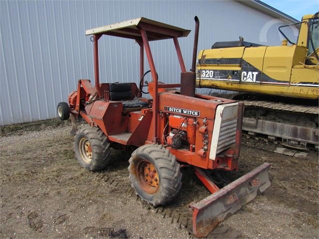 Lot # 6042 - DITCH WITCH R30