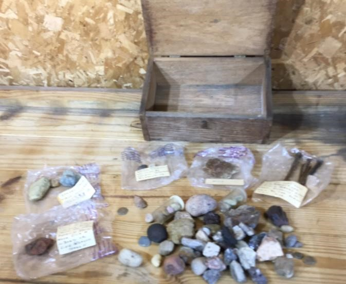Rock collection in vintage wooden oak box   Northern