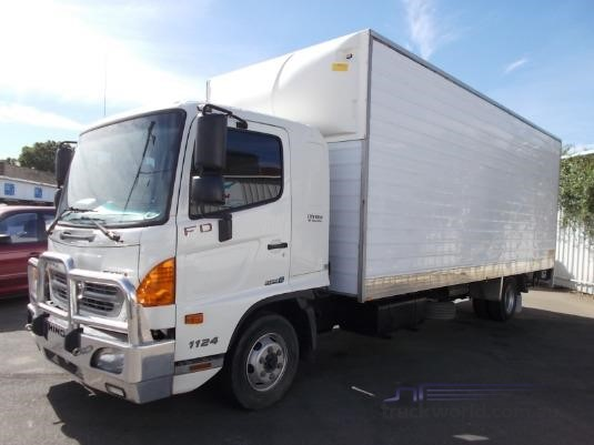 2013 Hino 500 Series 1124 FD Long Furniture Removal Pantech|Luton Peak  Pantech|Pantech